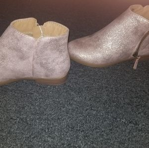 Size 4 cat and Jack shoes